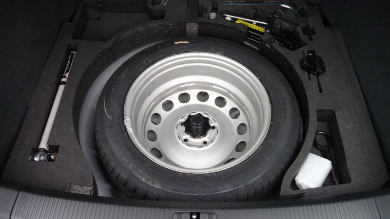 how to jack change 2003 nissan tire
