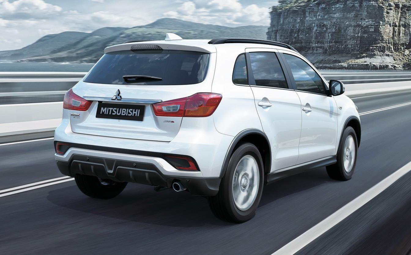 O câmbio é automático CVT e as trocas podem ser feitas manualmente através  das aletas no volante. A versão 2WD tem tração traseira e a AWD é integral. 6b42dcf9e3f6e